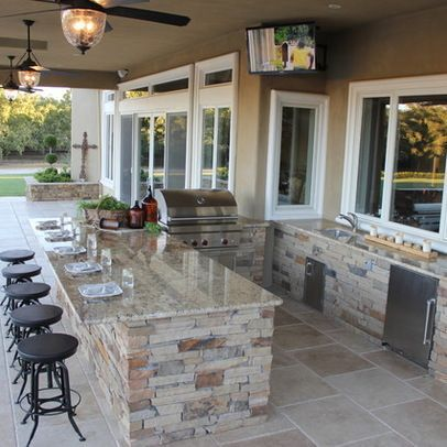 15 Ideas for Highly Functional Traditional Outdoor Kitchens   Home Design Lover