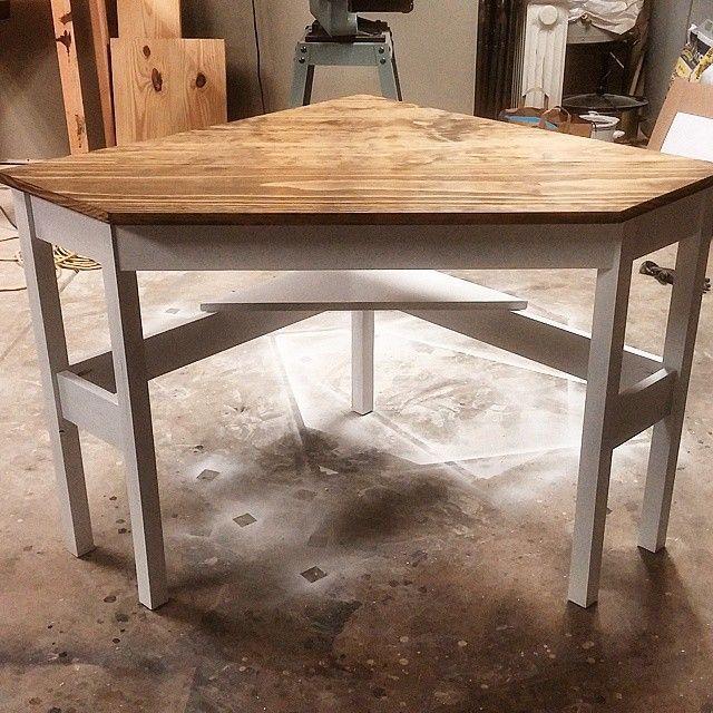 23 DIY Corner Desk Ideas To Maximize Your Space