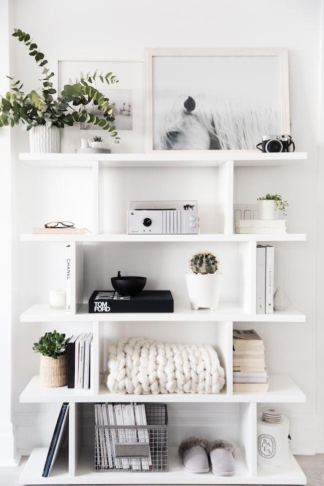 26 Cute Bookshelf Decor Ideas – Captain Decor