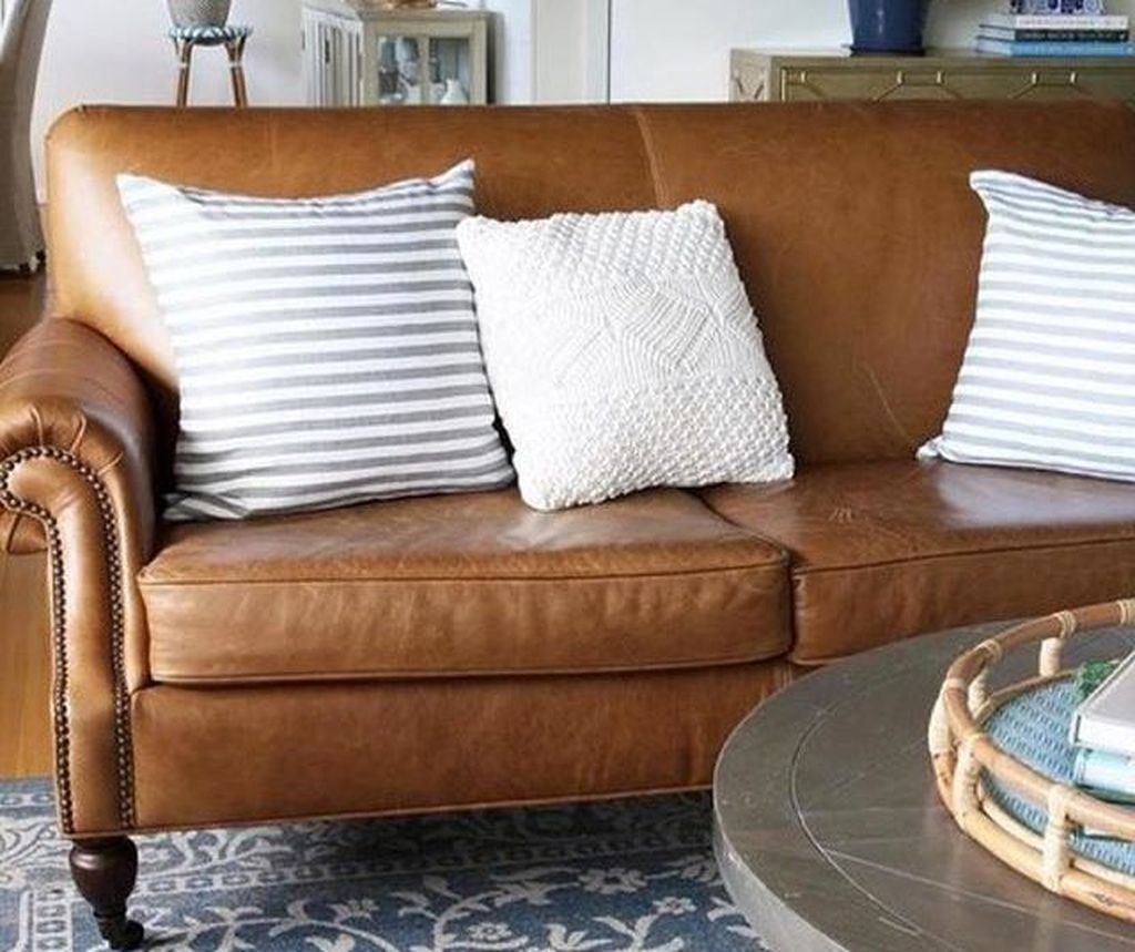 48 Lovely Farmhouse Living Room With Leather Sofa Ideas – LUVLYDECORA