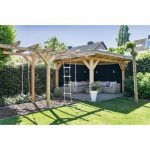 Beautiful covered garden seating area/ den and children's climbing frame Wunde