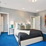 Bedroom with gray whiles and bright blue carpet | Home Decor - http://www.otoseriilan.com