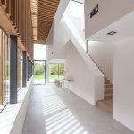 Casa de un solo piso, presentamos una fachada que combina Madera y Ladrillo | Mundo Fachadas