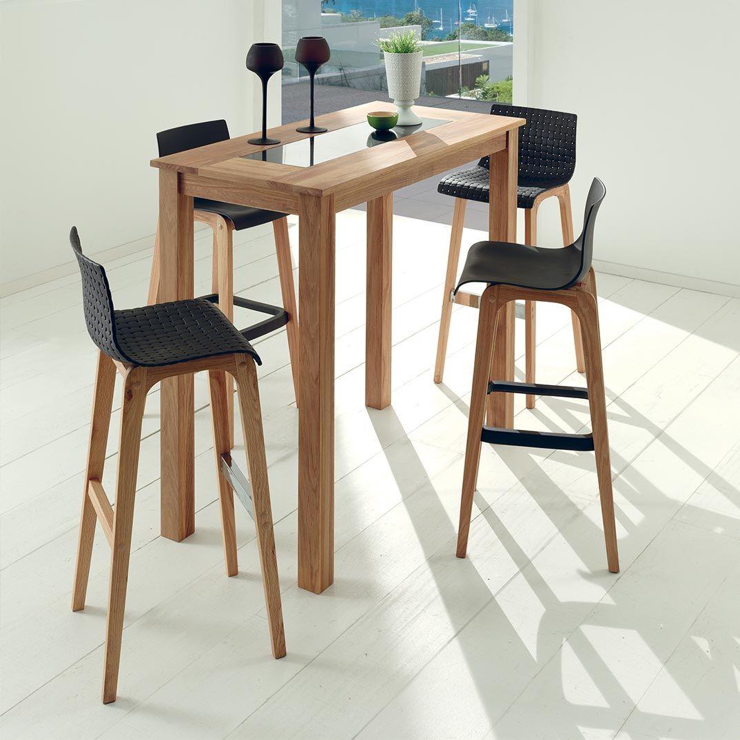Chaise haute LUTEN assise en PVC noir et piétement bois.