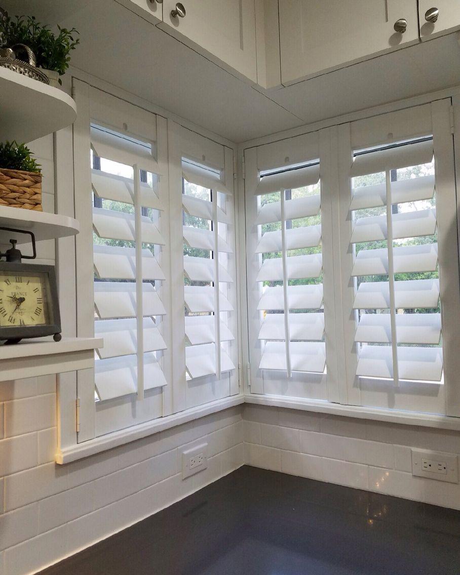Corner Window with 4.5″ Louvers & Flat Trim Plantation Shutters