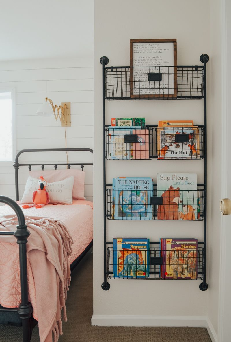 Cottage Style Kids' Bedroom Reveal! Kid's bedroom ideas with shiplap wall and fa…