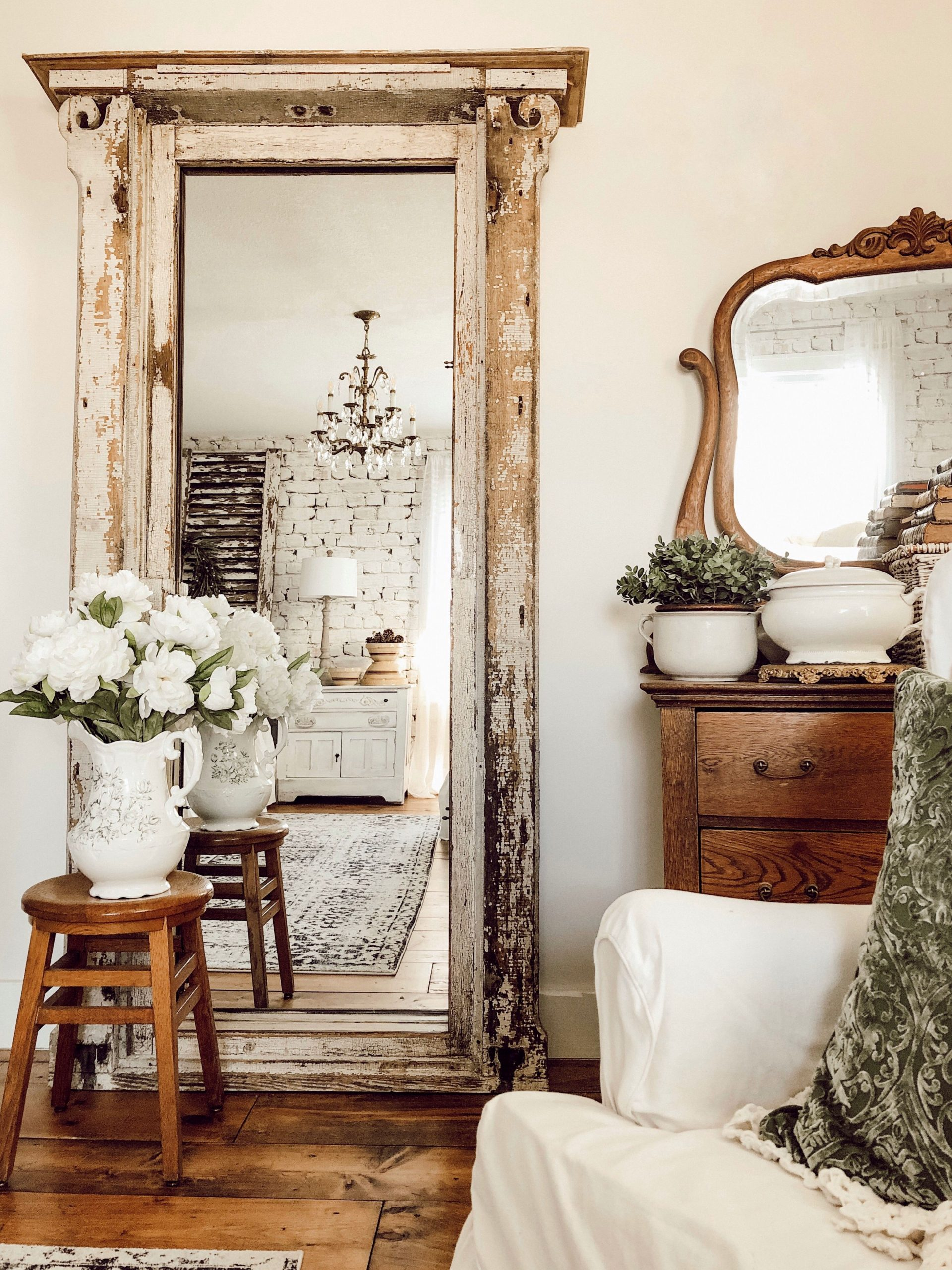 Decorating with Vintage Items in the Master Bedroom – The House on Winchester