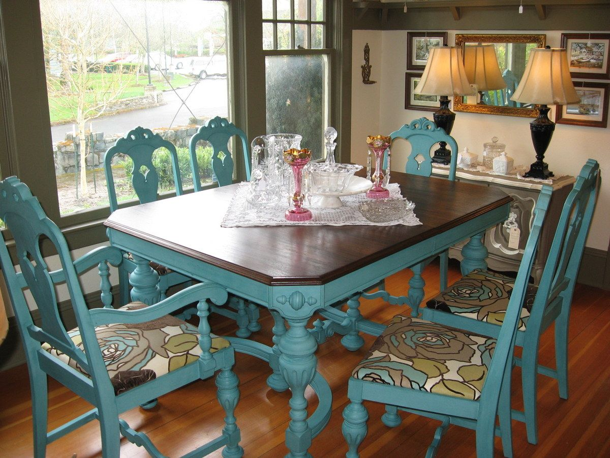 Great idea to give an old kitchen table or chairs a new look.