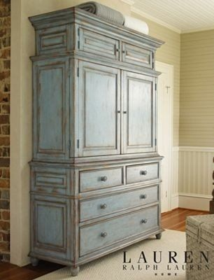 How to Choose a Bedroom Armoire