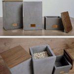 J'aime ces boîtes de rangement en béton et en bois. Le petit élément de cuivre ...