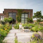 Leon ist ein Outdoor-Mann und liebt seinen erstaunlichen Dachgarten in Brusse … - https://pickndecor.com/haus