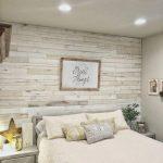 Mur de bricolage en bois avec idée de chambre principale Weaber Lumber. Mur de fond derrière le be ... - Wood Design