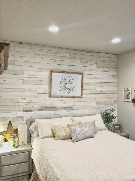 Mur de bricolage en bois avec idée de chambre principale Weaber Lumber. Mur de fond derrière le be … – Wood Design