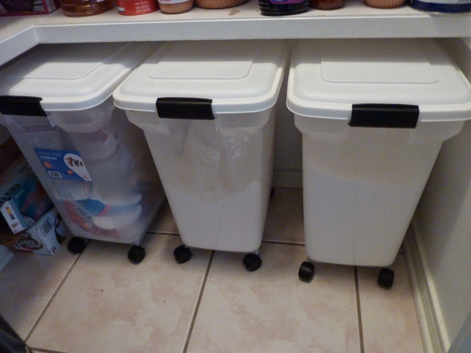 See how this blogger uses our Rolling Pet Food Containers for bulk storage of su…