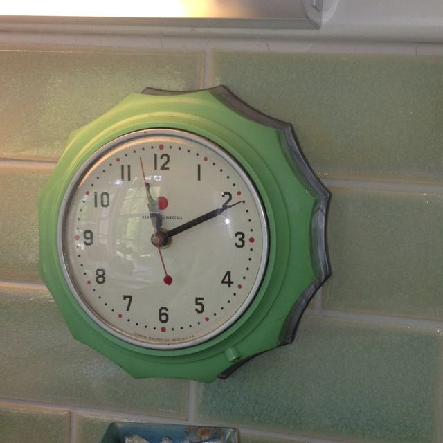 jadeite green kitchen clock by GE c.1940s – I have this in ocean blue – anyone w…