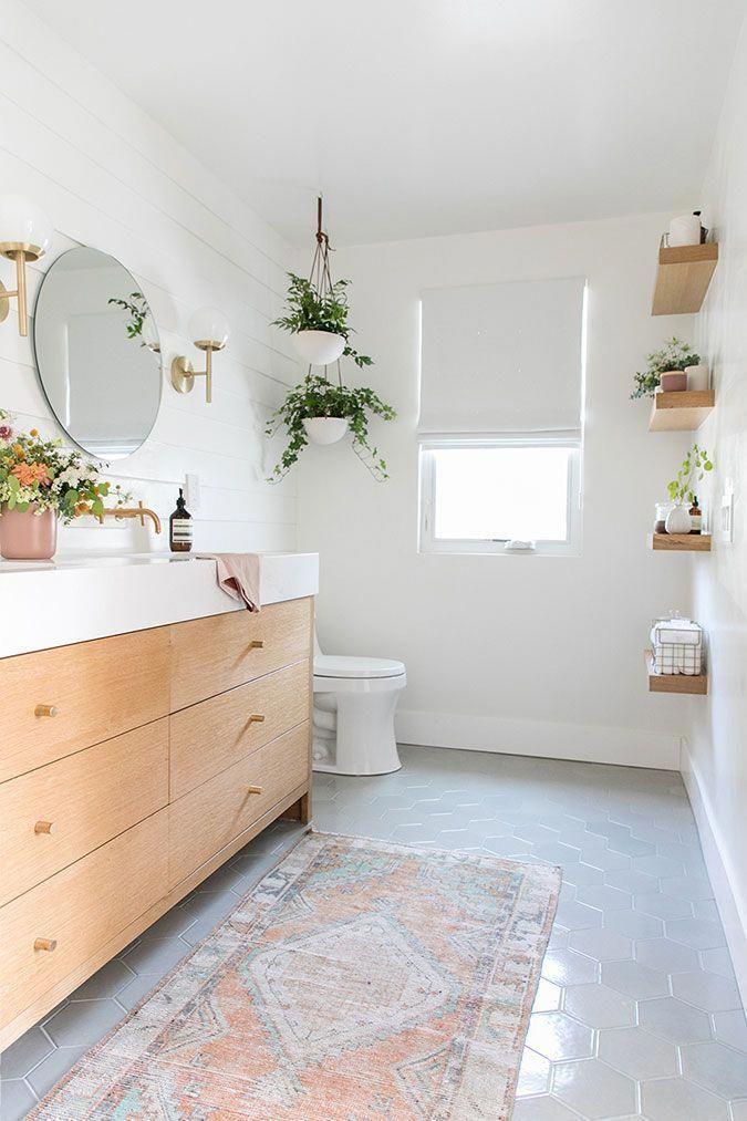 salle de bains conçue par sarah sherman samuel – bord épais, armoires en bois clair #Hom … – Wood Design