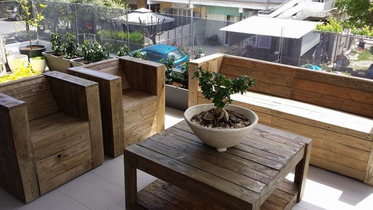 Pallet Wood Made Balcony Furniture | Pallet Ide