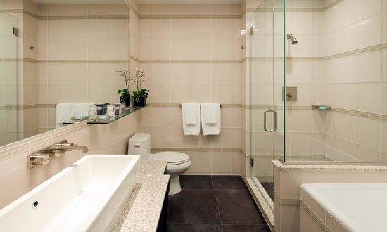Bathroom Suite - Picture of Royalton Park Avenue, New York City .