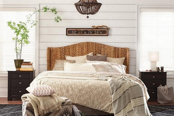 25+ Best Traditionally Stylish Farmhouse Bedroom Decor Ide