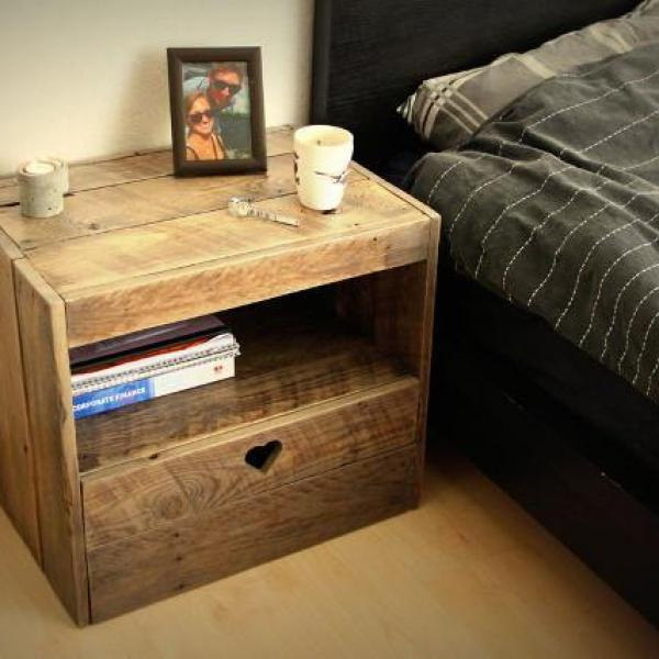 How To Make A DIY Bedside Table With Pallets - 17 ste