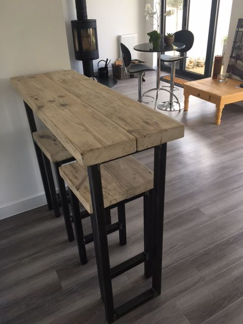 Reclaimed Wood Breakfast Bar and Two Stools - www.reclaimedbespoke .