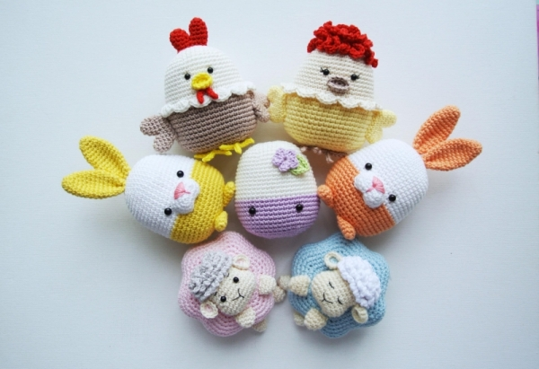 Easter Decoration: egg, bunny, sheep and chicken amigurumi pattern .