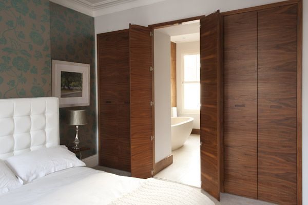 Ensuite bathroom doors. Very clever. - could use this concept .
