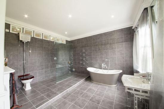 Ensuite Bathrooms - Picture of Prince Hill House, Worton - Tripadvis