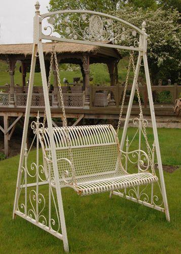 Cream Garden Swing | Shades of Elegance | Móveis para jardim .
