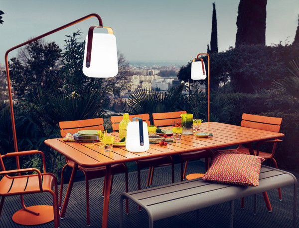 Bucket-Like Outdoor Lamps : bright outdoor lig