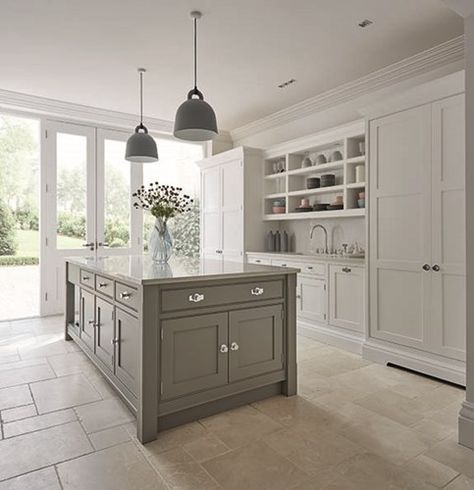 Grey Shaker Kitchen in 2020 | Grey shaker kitchen, Home decor .